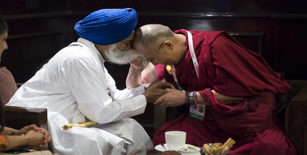 Dalai Lama Touches Singh Sahib Giani Gurbachan Singh's Beard to His Forehead