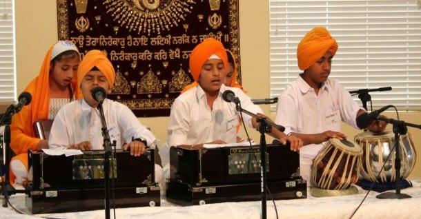 2014-10-07-guru_granth_sahib_9