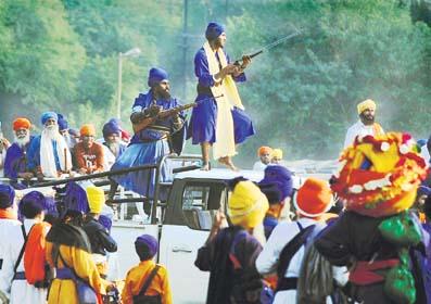 Members of Tarna Dal Factions Clash at Bandi Chhor Celebrations