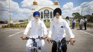 Glendwood Sikh Community Want to Keep Turbans on While Cycling in Australian Suburban Streets