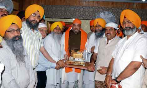 BJP Chief Amit Shah Receives Warm Welcome By Darbar Sahib Management