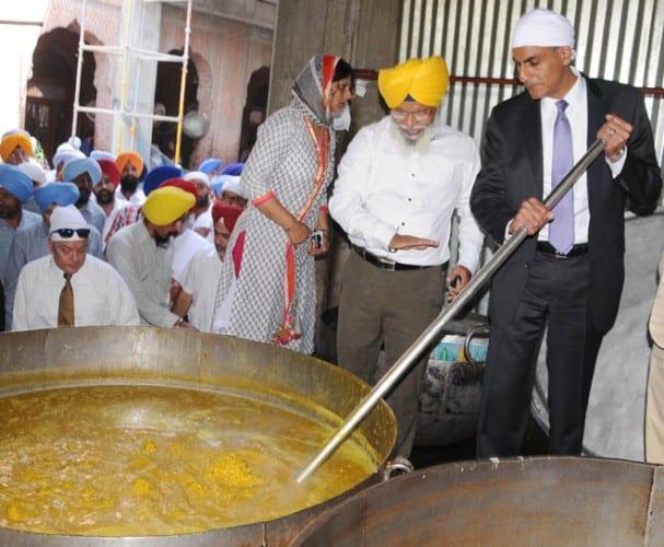 US Envoy Verma Visits Darbar Sahib; SGPC Seeks His Help on Problems Faced by Sikhs Abroad