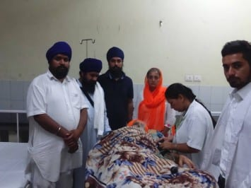 Bibi Sarvarinder Kaur and Bhai Bhavandeep Singh with Bapu Surat Singh Khalsa at Civil Hospital