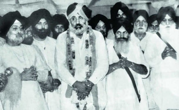 A file photo of Parkash Singh Badal (garlanded) with former state Finance Minister late Balwant Singh to his left and late Sant Harchand Singh Longowal and late Gurcharan Singh Tohra to his right at the Dharam Yudh Morcha.