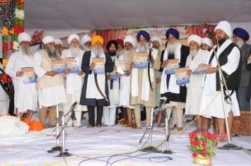 Jathedar Akal Takht Sahib Giani Gurbachan Singh, Giani Mal Singh, Giani Joginder Singh Vedanti and other personalities releasing magazine