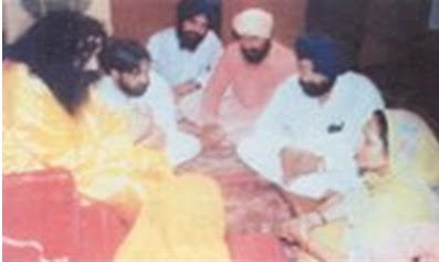 Surinder Badal in feet of Noormehal Thug, Ashutosh Jha
